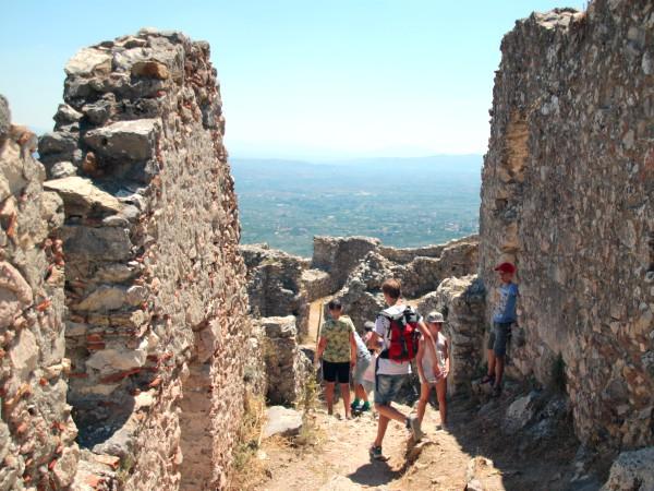 Klimmen en klauteren in het kasteel van Mystras