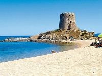 Het kiezelstrand bij Camping Ultima Spiaggia