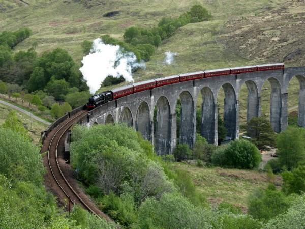 Stoomtrein door de highlands van Schotland