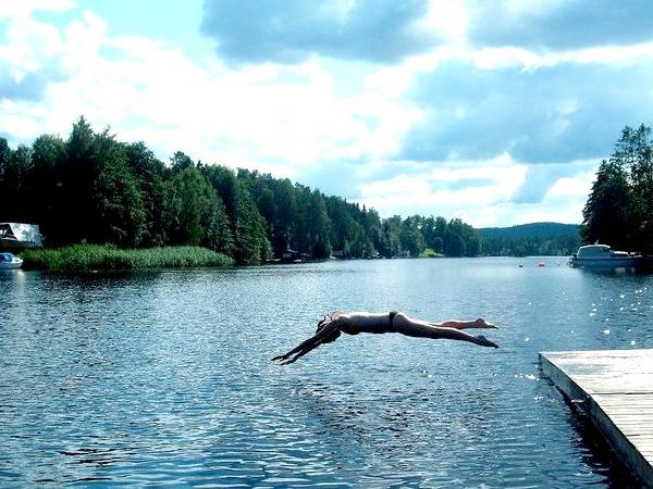 Een heerlijke duik in één van de Zweedse meren
