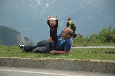 Juichen voor de fietsers op Alpe d'Huez in de Franse Alpen