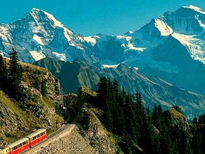 Prachtige treinrit door de Zwitserse bergen