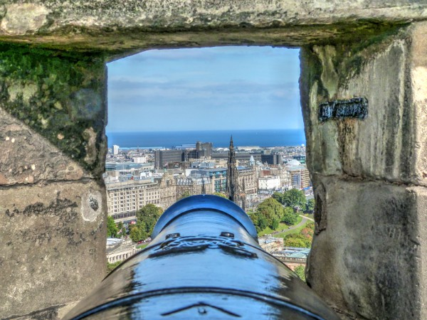 Kanon bij het kasteel in Edinburgh
