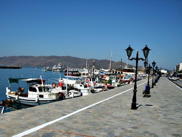 De mooie haven van Karystos