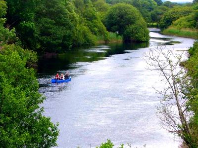Kayakken op de Laune rivier