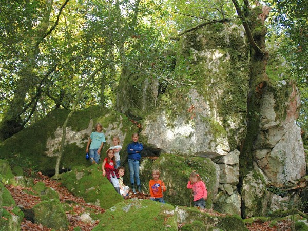 Kinderen genieten van de Bourgondische natuur