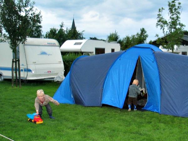 Een kleine camping is vaak goedkoper dan een grote