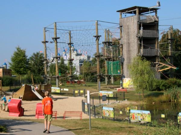 Het klimpark in het vakantiepark