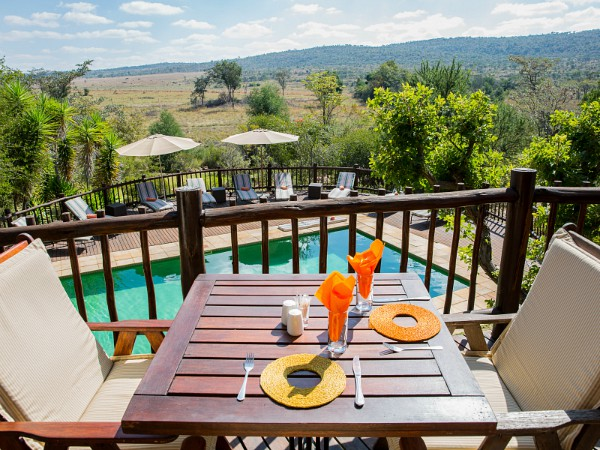 Kololo restaurant met uitzicht op zwembad