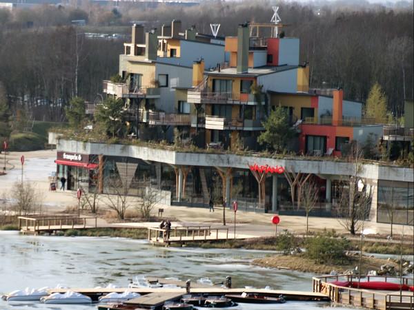 Lakeside Promenade en appartementen van Villages Nature