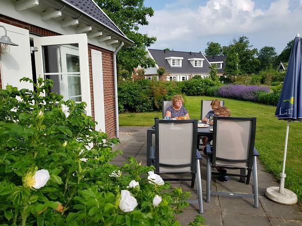 Landal resort haamstede ontbijten op het terras