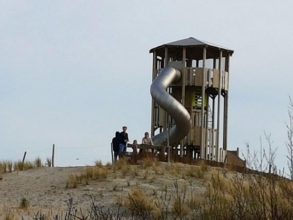De uitzicht-/klimtoren bij Landal Ouddorp