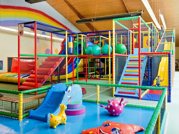 binnen speeltuin bij Salztal Paradies