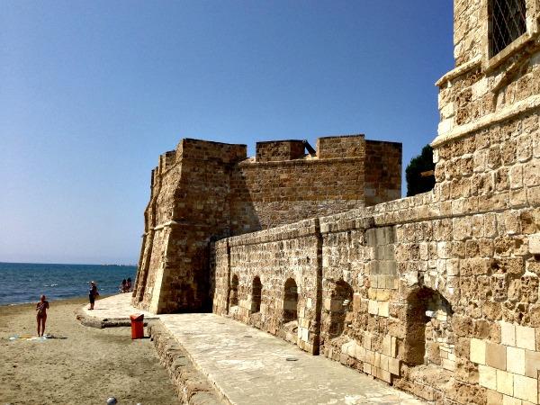Larnaca kasteel bij het strand