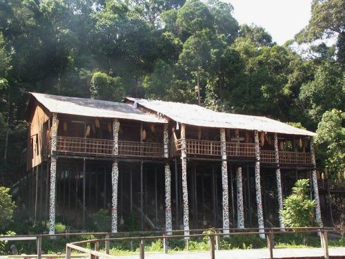 Traditioneel longhouse in het Cultural Village