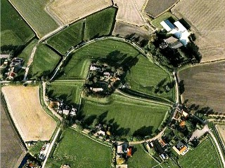 Luchtfoto van terp Hegebeintum. Foto: hegebeintum.info