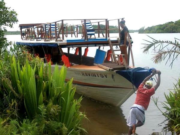 Varen op het kanaal van Pangalanes