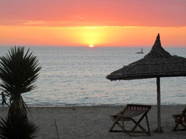 Zonsondergang op het strand van Madagascar