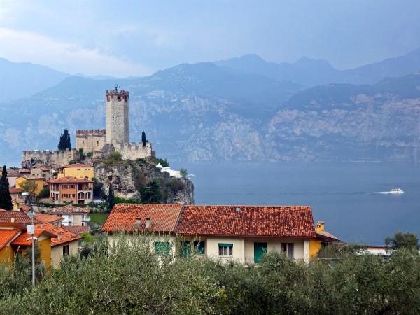 Malcesine en het Gardameer gezien vanaf Monte Baldo