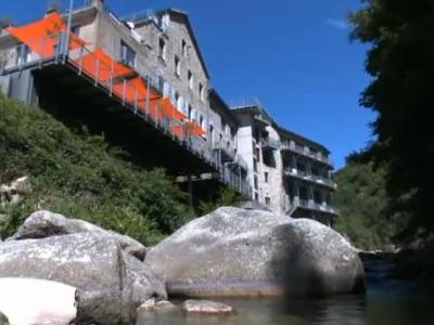 La Manufacture vanaf de rivier gezien