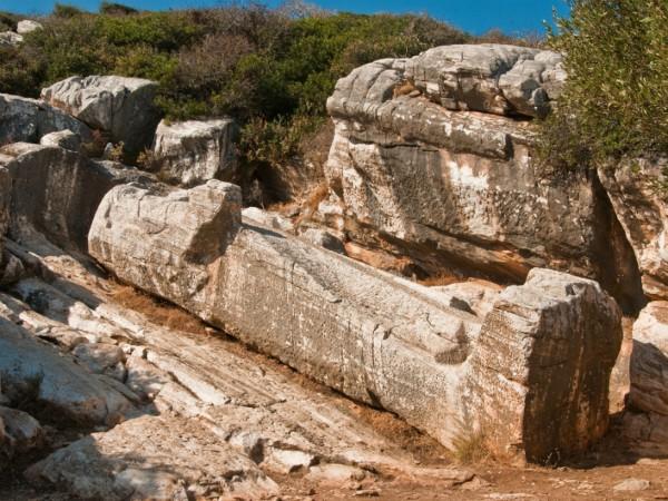 Half voltooid beeld in de marmergroeve op Naxos