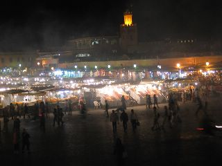 Lichtjes op het Djeema El Fna plein in Marrakech