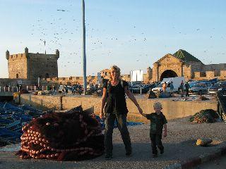Met kleuter in Essaouira, Marokko