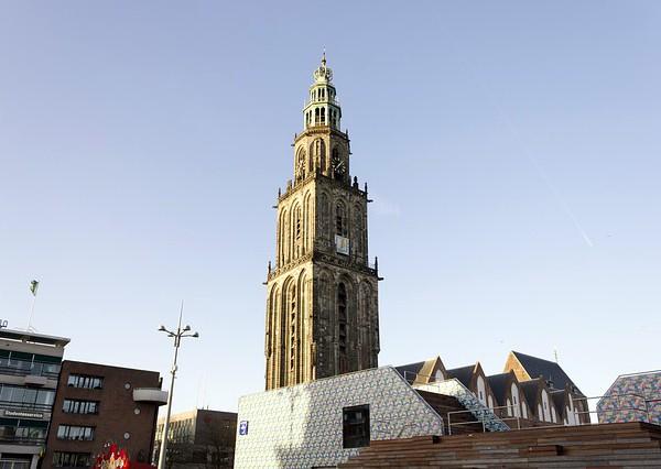 De Martinitoren in de stad Groningen