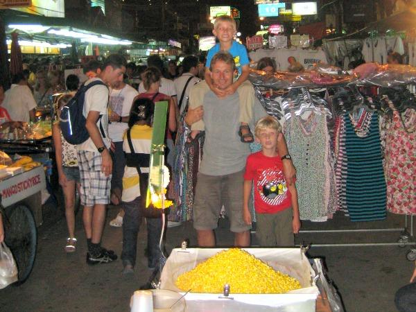 Met de kids op Khao San Road