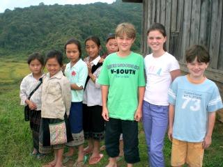Vrienden maken met de Vietnamese kinderen