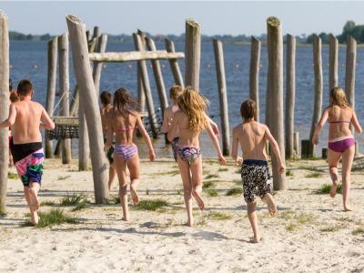 Strand bij Midwolda.