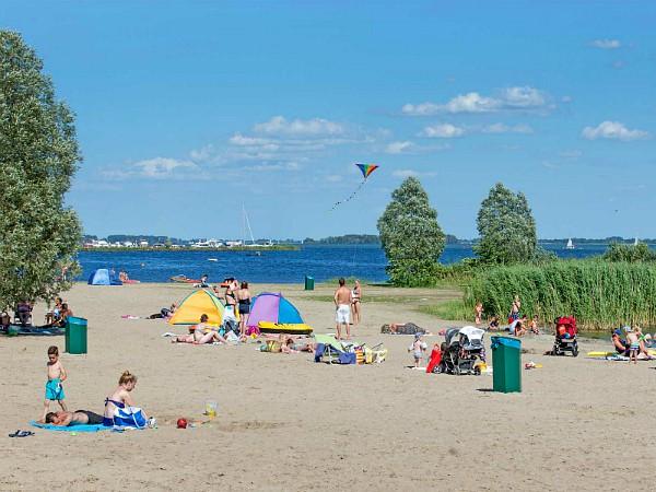 Strandplezier aan het Veluwemeer bij Molecaten Park Flevostrand