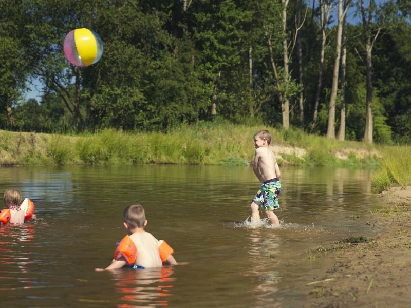 Spelen bij het water