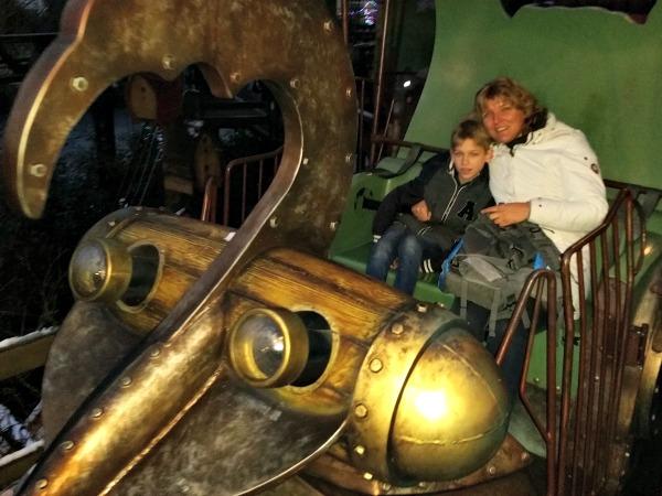 Samen met Tycho in de monorail in het Fantasy gebied