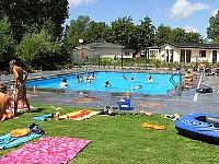 Zwembad bij Droompark Molengroet