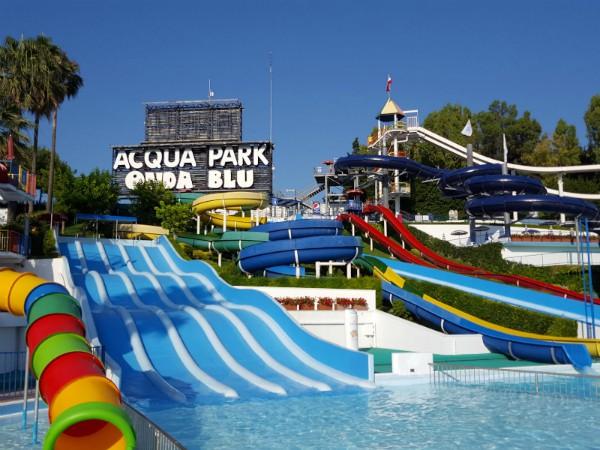 Glijbanen in Onda Blu Aquapark