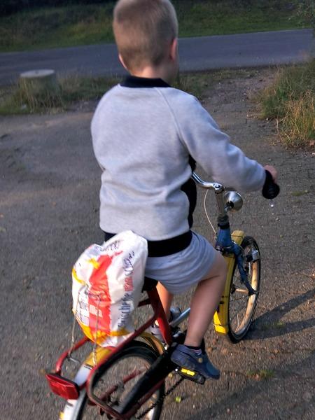 Nummer 9: Op de fiets brood halen