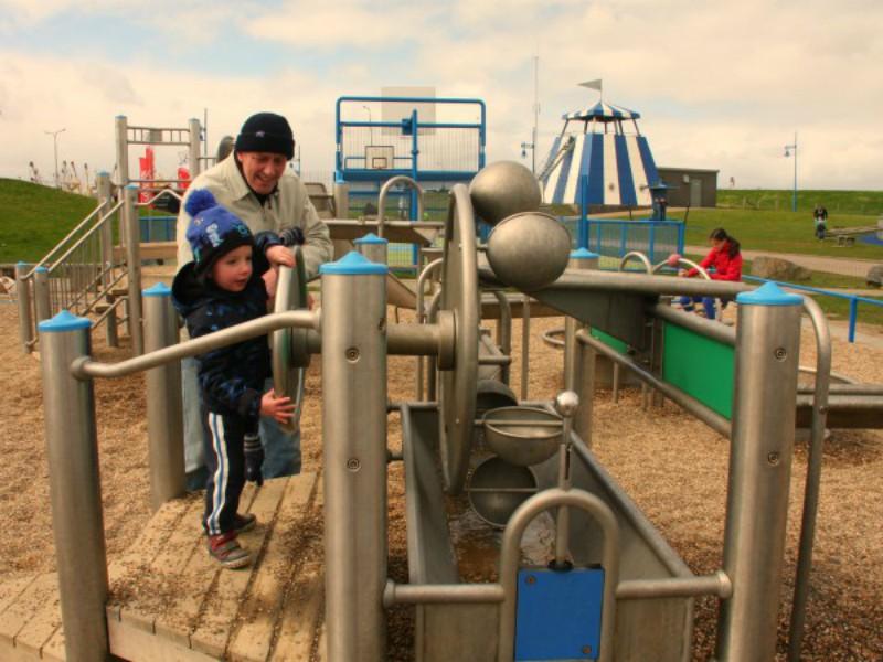 Spelen in de zand- en waterspeeltuin