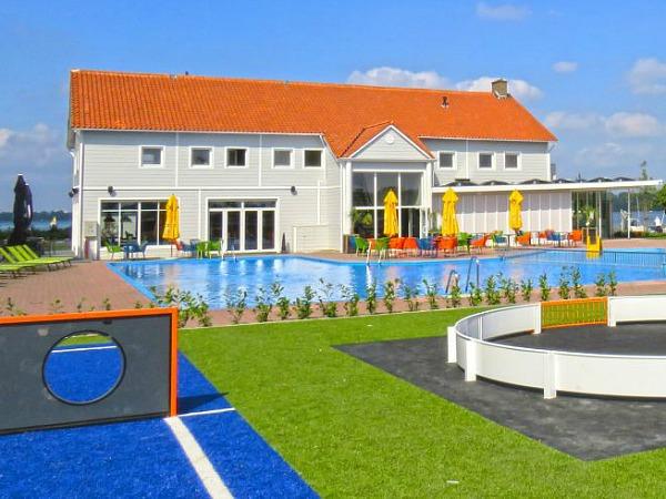 zwembad van resort veluwemeer