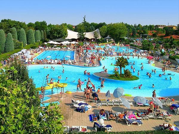 zwembad van camping bella italia