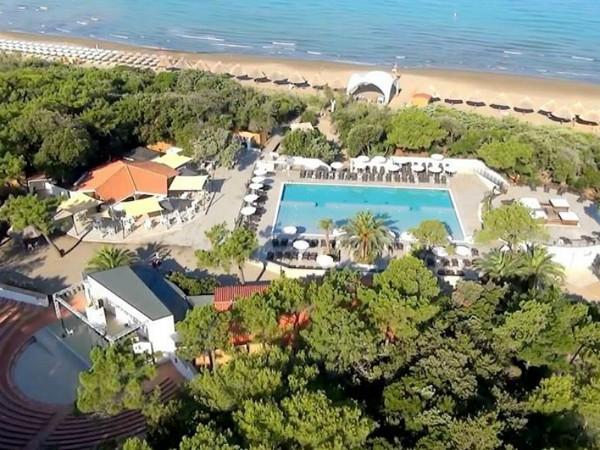 Zwembad ligt bijna aan het strand