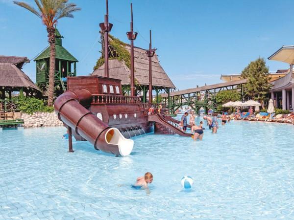kinderbad met piratenboot