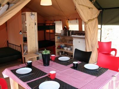 Inrichting van een Petitensuite tent