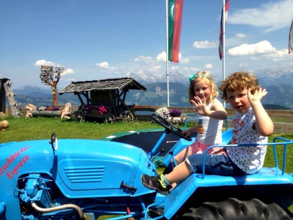 Op een tractor in de bergen