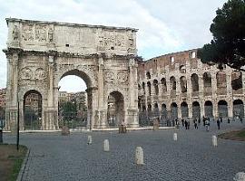 Poort van Constantijn voor het Colosseum in Rome