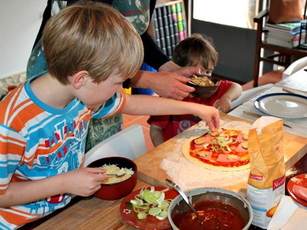 Pizza maken met de kinderen