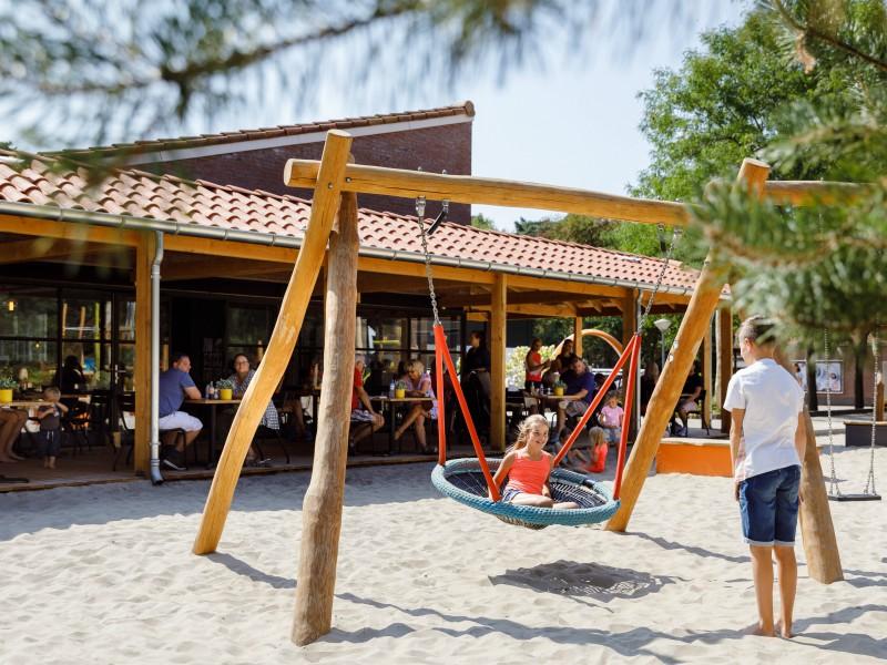 Speeltuin bij de horeca van vakantiepark RCN het Grote Bos