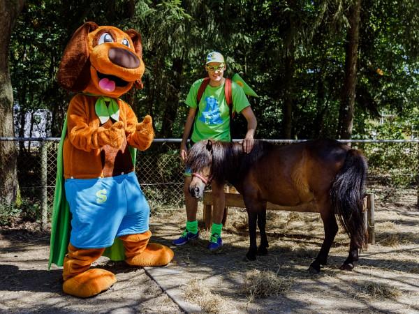 Alex en Sammy bij de pony