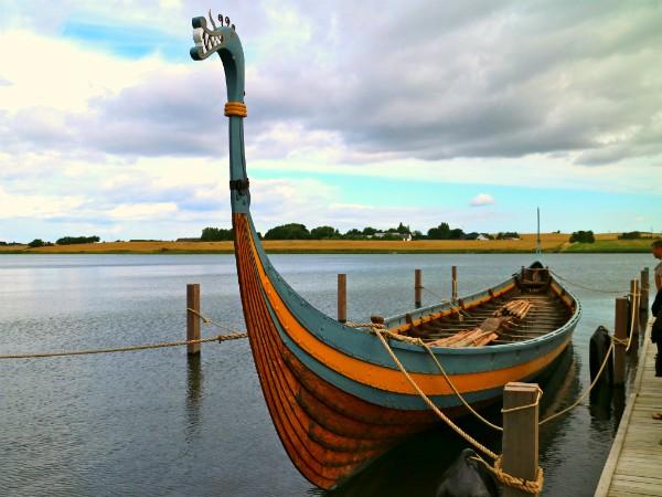 Reconstructie van het Vikingschip bij Ladby