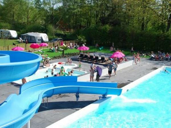 Heerlijk buitenbad bij Recreatiepark Het Winkel in de Achterhoek